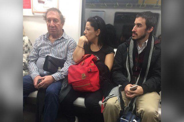 Resultado de imagen para Carlos Bilardo sobre su foto viral viajando en subte