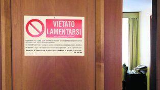 puerta. El cartel se lo regaló el picoterapeuta Salvo Noé al Pontífice.