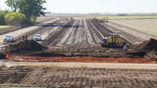 Los trabajos en la ruta 26 y la construcción del puente sobre el Carcarañá están en marcha.