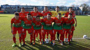 El equipo de V. G. Gálvez. La formación de Aguirre ayer ante Rivadavia. Sobre la hora Espinoza alcanzó la agónica igualdad.