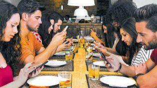 Los argentinos figuran en el podio mundial de los adictos a las tecnologías