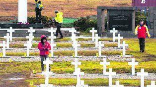 darwin. La Cruz Roja exhuma los restos de 123 soldados argentinos.