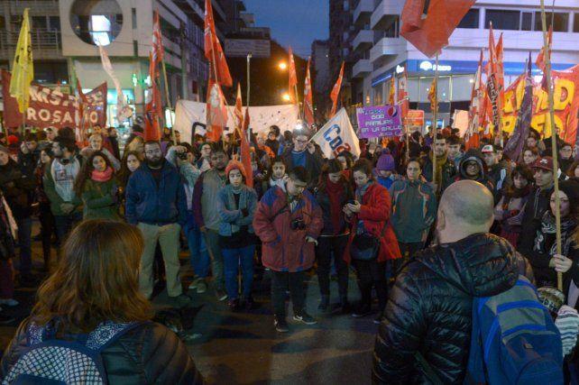 Los manifestantes cortaron el tránsito en la esquina de Corrientes y Pellegrini.
