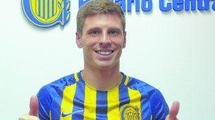 Santiago Romero firmó ayer su contrato con el canalla por un año a préstamo.