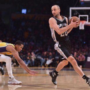 Estampa de crack. Manu Ginóbili continuará en San Antonio Spurs una temporada más.
