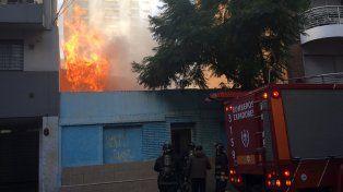 El fuego destruyó por completo la casa de Brown al 2100. No hubo heridos.