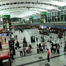 ezeiza. Los pasajeros al país del Norte se presentaron en el Aeropuerto Ministro Pistarini tres horas antes de los vuelos.