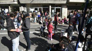 Los manifestantes se instalaron frente a la sede del ministerio, en San Lorenzo al 1000.