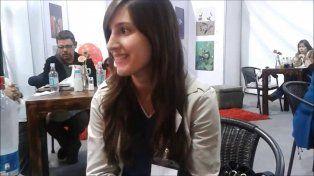 Tiffany Calligaris llega hoy a Rosario para presentar Witches, ritual rojo