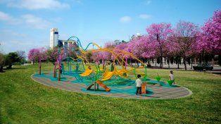 El domingo. Inauguran una novedosa escultura lúdica con un show de Pim Pau en el Scalabrini Ortiz.