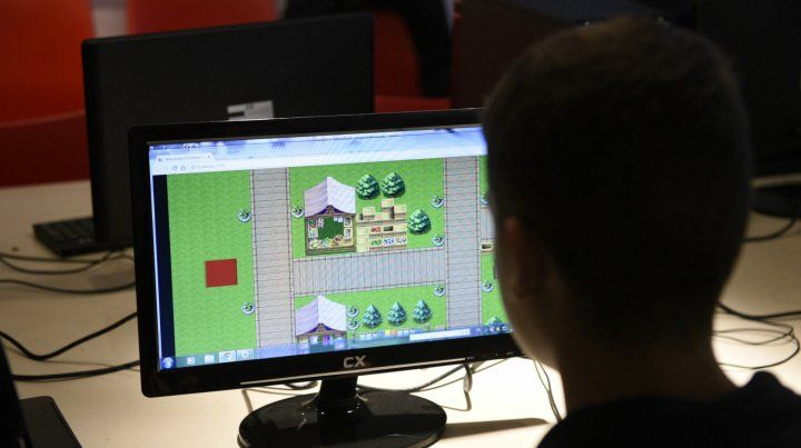 En la Plataforma Lavardén se dicta un taller que enseña a diseñar los propios videojuegos.