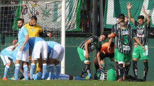 En el piso. Tras el choque, el futbolista sufrió hundimiento de cráneo y está internado.