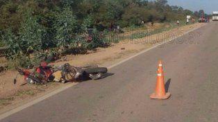 Así quedó la moto en la que se desplazaban las víctimas.