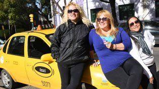 Vanina Brizuela (a la izquierda) es quien se contactó con la creadora rosarina de la app, María Juncos.