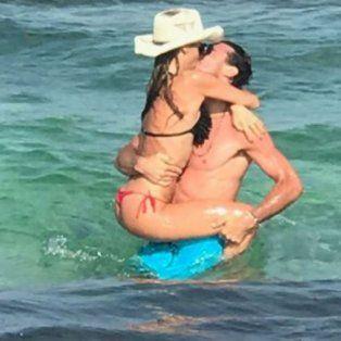 pampita publico imagenes super sexy a los besos con pico monaco en islas baleares
