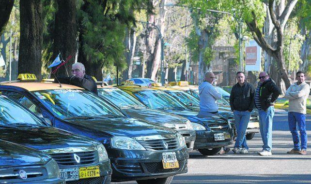crítica. Titulares de taxis cuestionan el monto de reposición de las chapas.