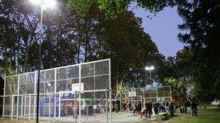 plaza saavedra. Las mejoras en iluminación repercuten en una mayor calidad del espacio público.