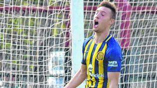Pusillico grita uno de los tres goles que le marcó a Newells en el clásico de 7ª de AFA.