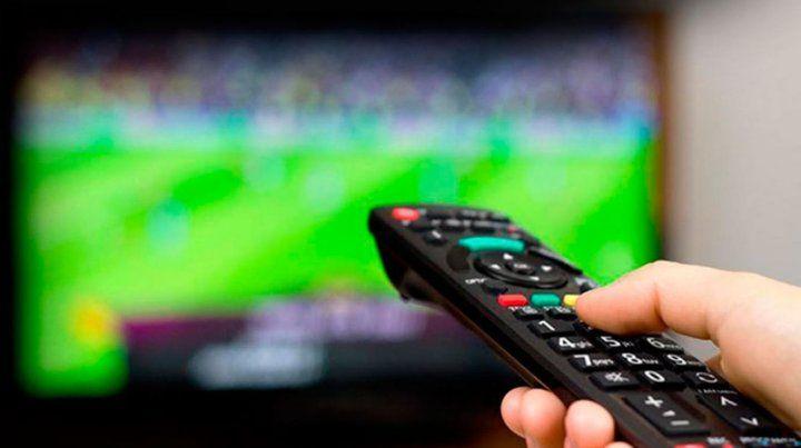 El fútbol se podrá ver sin codificar un par de meses más y después se vienen los pack