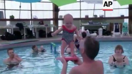 La sorprendente técnica con la que bebés de tres meses aprenden a ponerse de pie