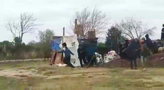 Un grupo de unas treinta personas se instaló anoche enn un terreno de Timbúes. Hoy a las 11 fueron desalojados por personal policial.