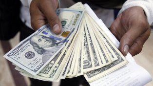 El dólar bajó hoy 23 centavos de acuerdo con los números del Banco Central.