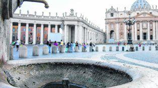 Secos. La Santa Sede cierra el grifo de sus fuentes en la plaza San Pedro.