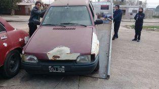 Removieron 37 vehículos estacionados en las cercanías de las comisarías rosarinas