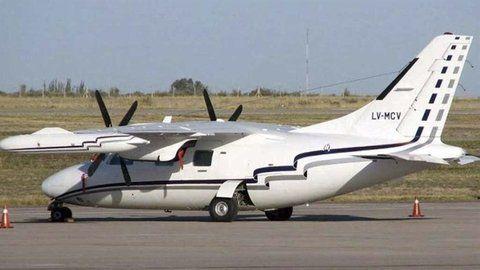 El avión. Acá hay algo muy raro
