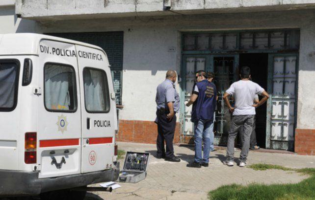 Los pesquisas trabajan en la zona donde fue apuñalada Alcaraz. (Foto de archivo)