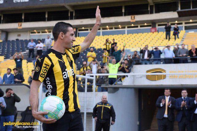 Maxi Rodríguez fue presentado como jugador de Peñarol de Uruguay.