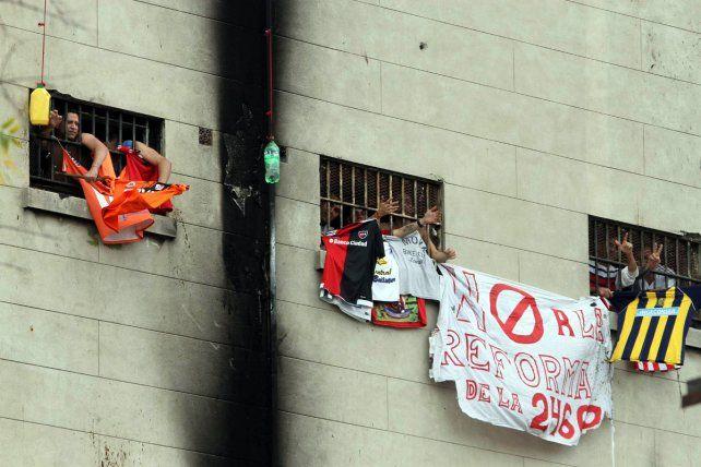 Cárcel de devoto. Las personas condenadas desde ayer por delitos graves perderán las salidas anticipadas.