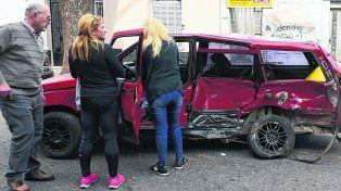 Impacto. Así quedó el Fiat Duna que manejaba la víctima fatal tras ser chocado por un Renault Laguna.