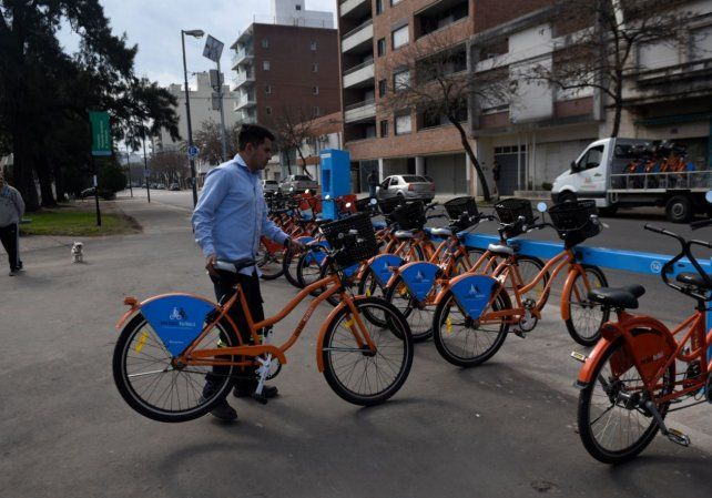 Más trabajadores que estudiantes utilizan el sistema de bicis públicas.