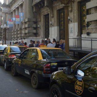 el concejo acordo una solucion transitoria para la renovacion de las licencias de taxis