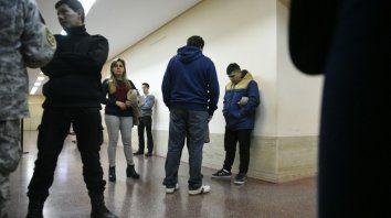 Los familiares del imputado hoy en los tribunales rosarinos.