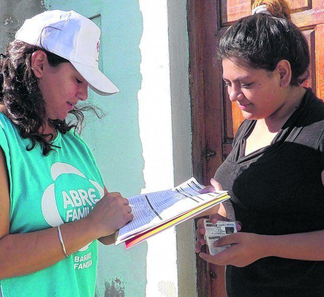 casa por casa. Las entrevistas de acción buscan detectar si las familias tienen sus derechos sociales cubiertos.