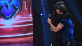 El abrazo interminable y la emotiva despedida de Tinelli a Peter Alfonso en ShowMatch