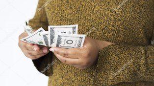 Una anciana de 92 años fue estafada por otra mujer y perdió al menos 50 mil dólares