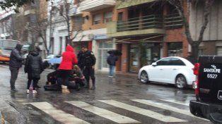 La mujer que este mediodía fue atropellada por un colectivo en Lagos y Rioja sigue en grave estado