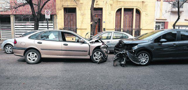 destrozados. Tras chocar contra un Fiat Duna y provocar la muerte de su conductor