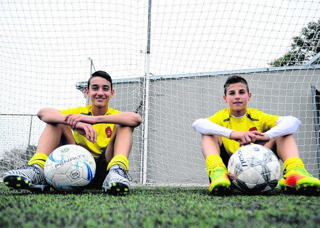 Rostros de felicidad. Tiago Geralnik y Gino Infantino todavía no pueden creer la experiencia que vivieron en el predio de la selección entrenando con el Sub 15.