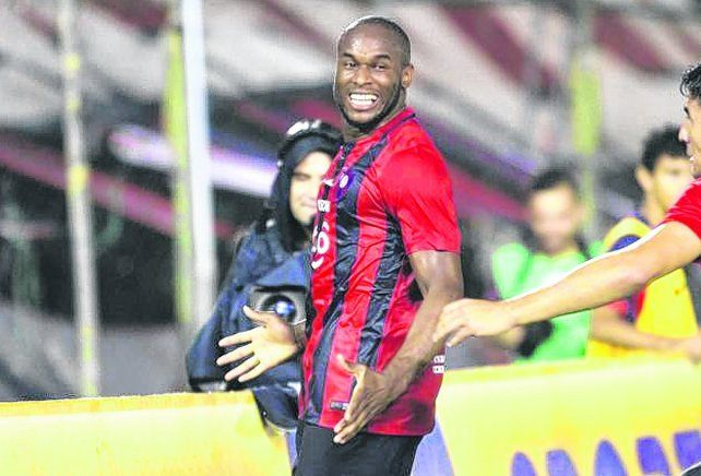 La Pantera. Luis Leal grita uno de los goles que convirtió en su paso por Cerro Porteño el año pasado.