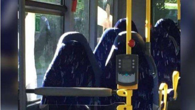 Un grupo racista confundió la imagen de un ómnibus vacío con mujeres con burka