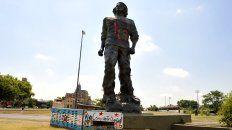 La estatua del Che está emplazada en el Parque Irigoyen.