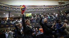Indignados. Los legisladores gritaron ¡Fraude! y pidieron una auditoría. Hoy serán desalojados por el chavismo