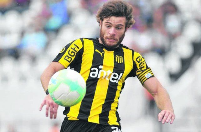 Naithan Nández. El volante uruguayo es de Peñarol y juega en la selección.