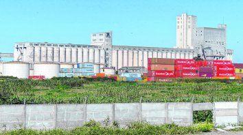 En la mira. Servicios Portuarios SA opera en la zona sur. 180 silos en dos muelles, en donde pueden trabajar 800 camiones de carga por día.