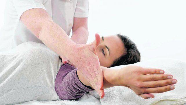 En alza. En Rosario viene creciendo la demanda de profesionales de la kinesiología para tratar diversas dolencias del cuerpo. También en el ámbito de la estética.