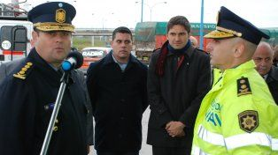 Hurt, a la derecha de la imagen, en el acto de asunción al frente de la Policía Vial.